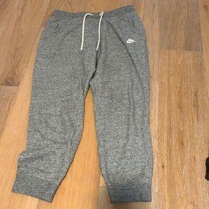 Nike joggers drawstring waist zippered pockets XL